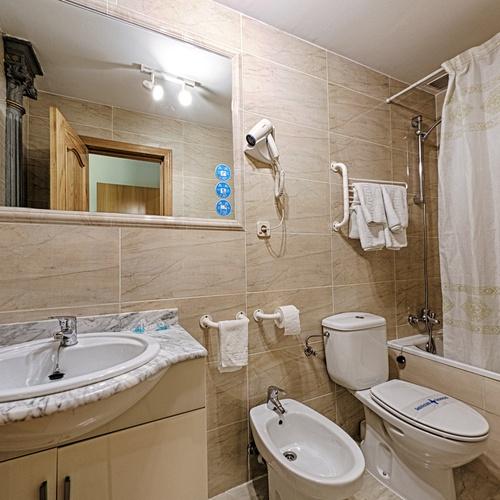 Bathroom San Lorenzo Hostal