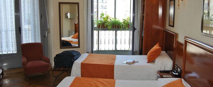 Double +  2 extra bed san lorenzo hostal madrid