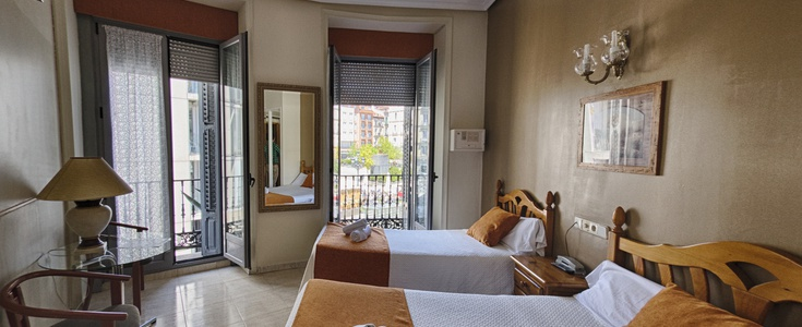 Double + extra bed san lorenzo hostal madrid