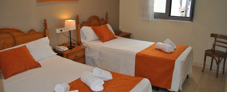 DOUBLE +  2 EXTRA BED San Lorenzo Hostal